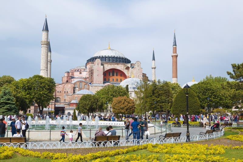 Sultanahmet fyrkant med sikter av Hagiaen Sophia arkivfoton
