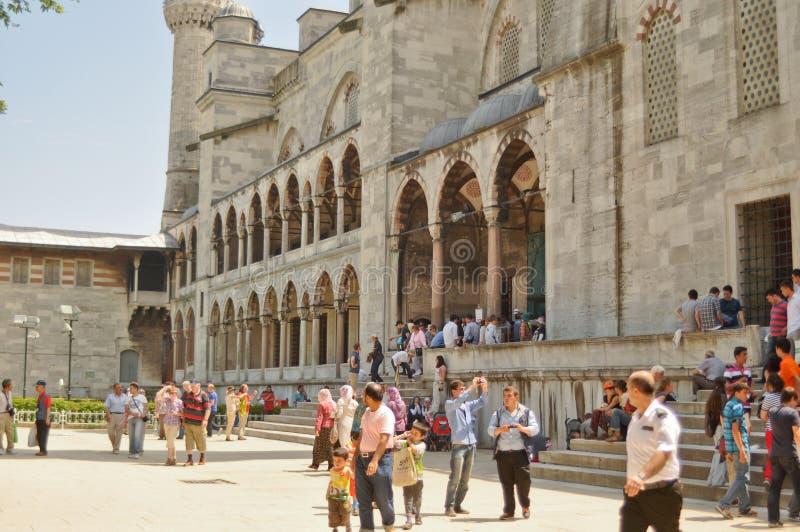 sultanahmet podwórzowi meczetowi turyści fotografia stock