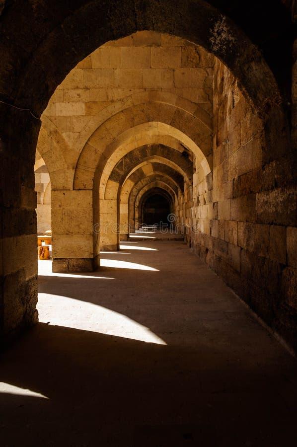 Sultanhani商队投宿的旅舍,阿克萨赖,土耳其 丝绸之路 主要大厅 库存照片