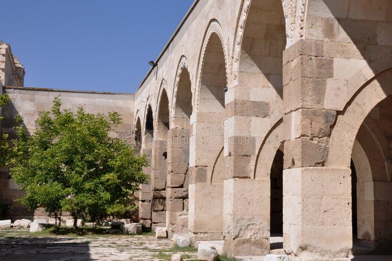 Sultanhani Caravanserai i Akseray, Cappadocia, Turkiet royaltyfria foton