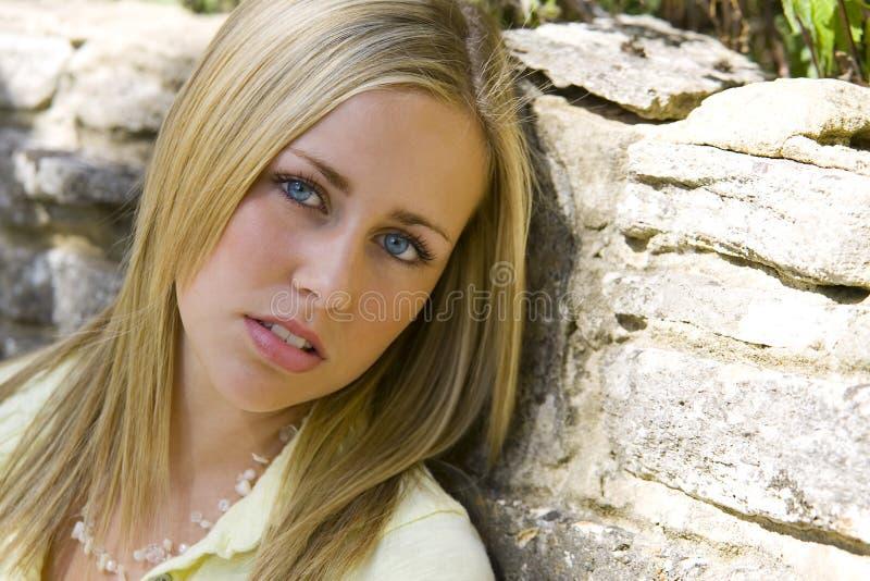 sultry blondin royaltyfri bild