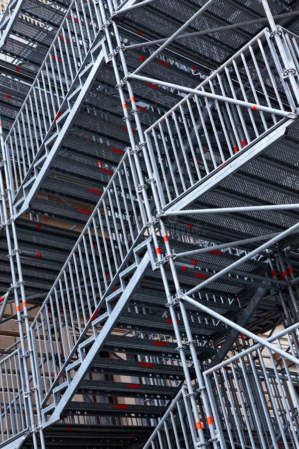 Sumário Andaime metálico com Escadas metálicas foto de stock royalty free