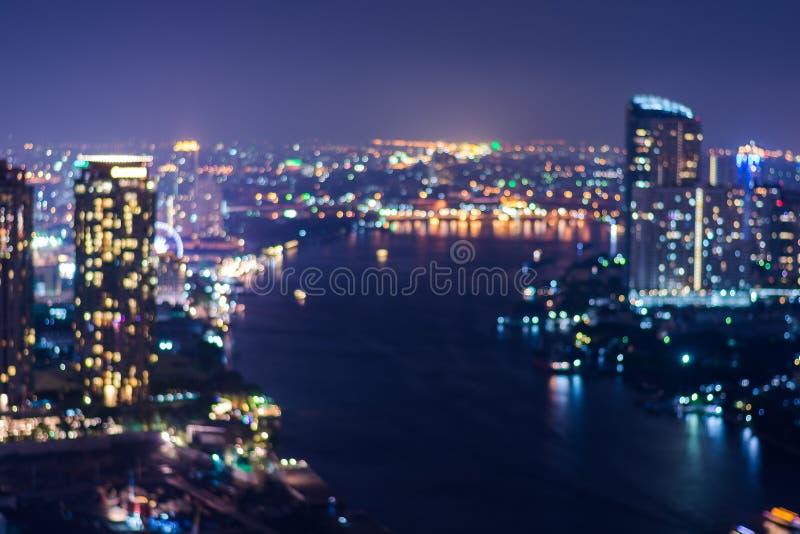 Sumário, bokeh do borrão da luz da arquitetura da cidade da noite fotografia de stock royalty free