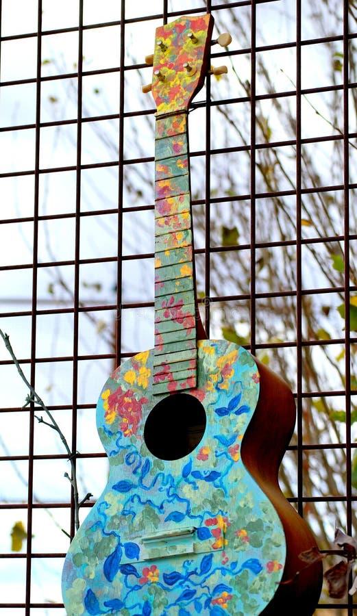 Sumário colorido da guitarra acústica fotos de stock royalty free