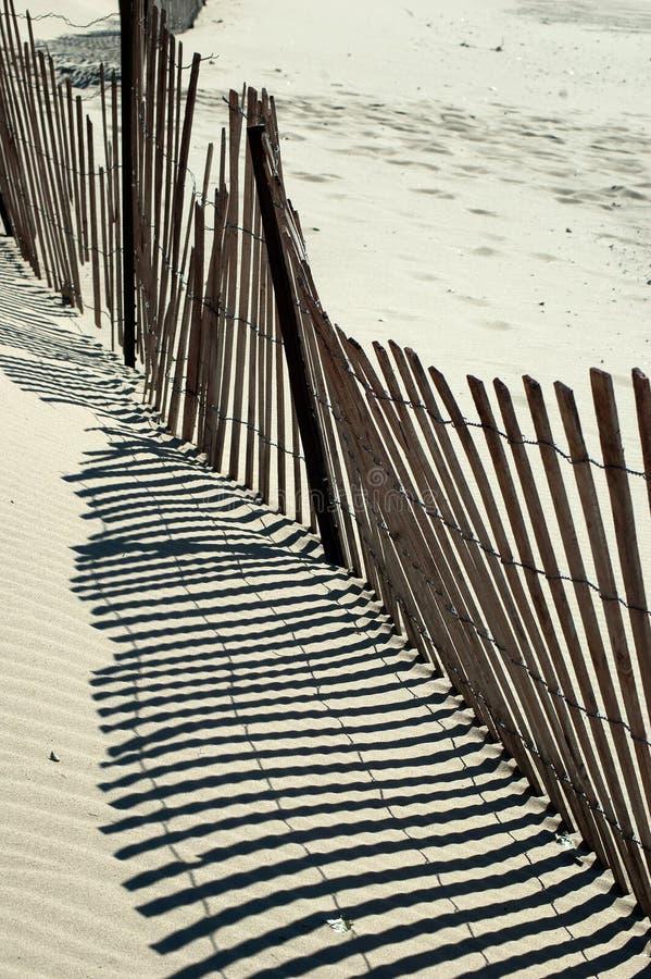 Sumário da cerca da praia fotografia de stock royalty free