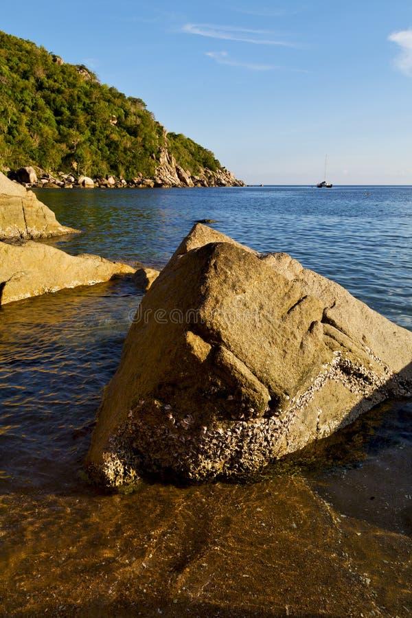 Sumário de pedra da baía de tao do kho de Tailândia de fotografia de stock royalty free