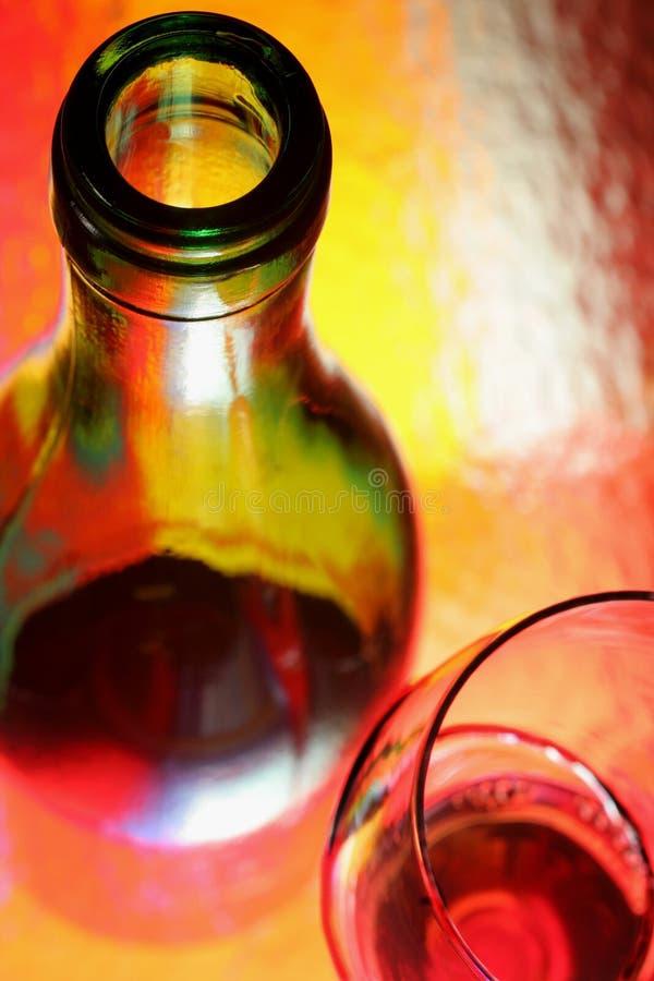 Sumário do frasco e do vidro de vinho foto de stock