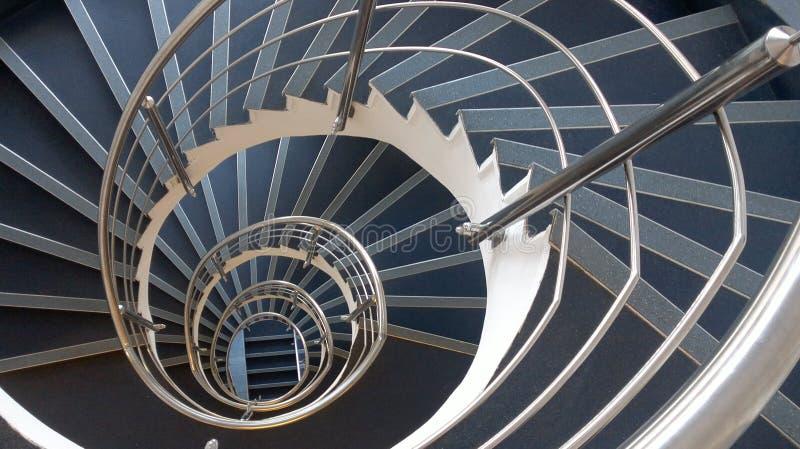 Sumário espiral hipnótico das escadas foto de stock