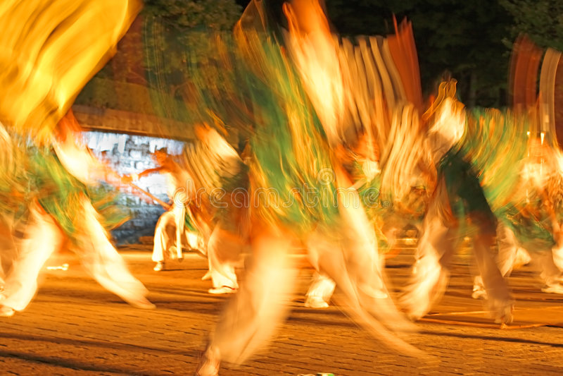 Sumário japonês do borrão do dançar-movimento da noite fotografia de stock