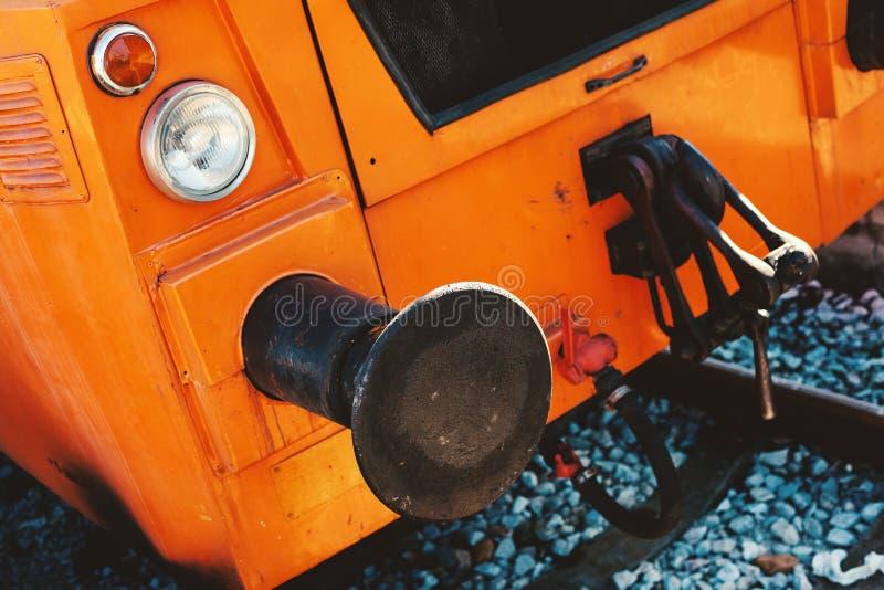 Sumário locomotivo alaranjado pequeno foto de stock royalty free