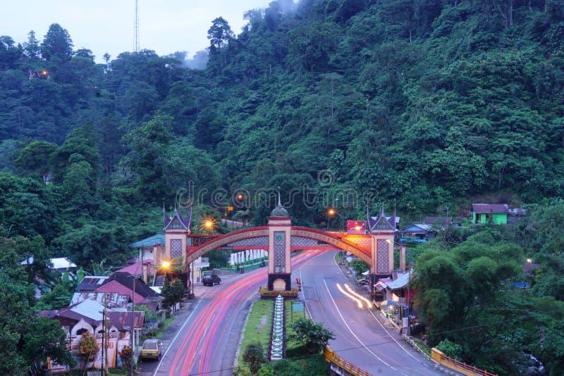Sumatera ad ovest Indonesia del portone della città benvenuta di Padang Panjang fotografia stock libera da diritti