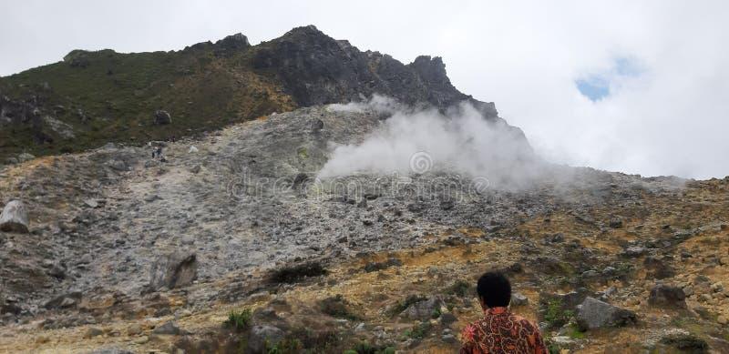 Sumatra Vulkan Berastragi stockfotos