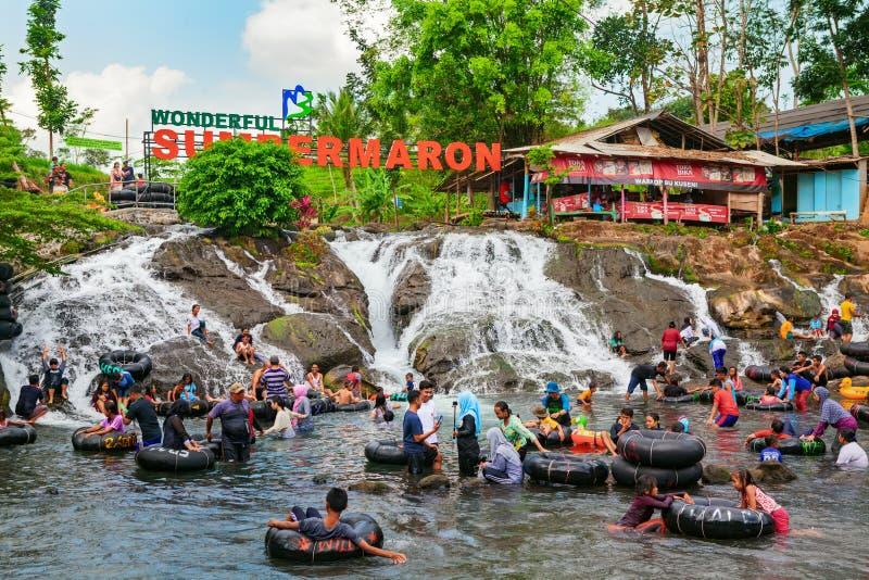 Sumber Maron - balneario del agua de manatial con la cascada y las piscinas imagen de archivo libre de regalías