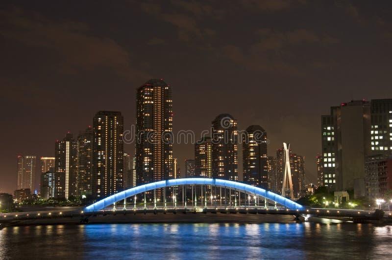 Sumida-Fluss-Brücke nachts lizenzfreies stockfoto