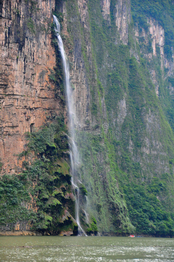 Free Sumidero Canyon Waterfall, Mexico Royalty Free Stock Image - 16532596