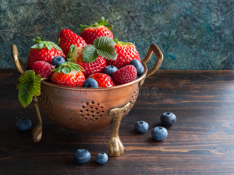 Download Summe Freshr Berries In Bowl Stock Image - Image: 89341959
