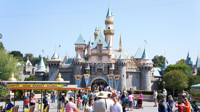 Download Summer crowd at Disneyland editorial photo. Image of park - 21175661