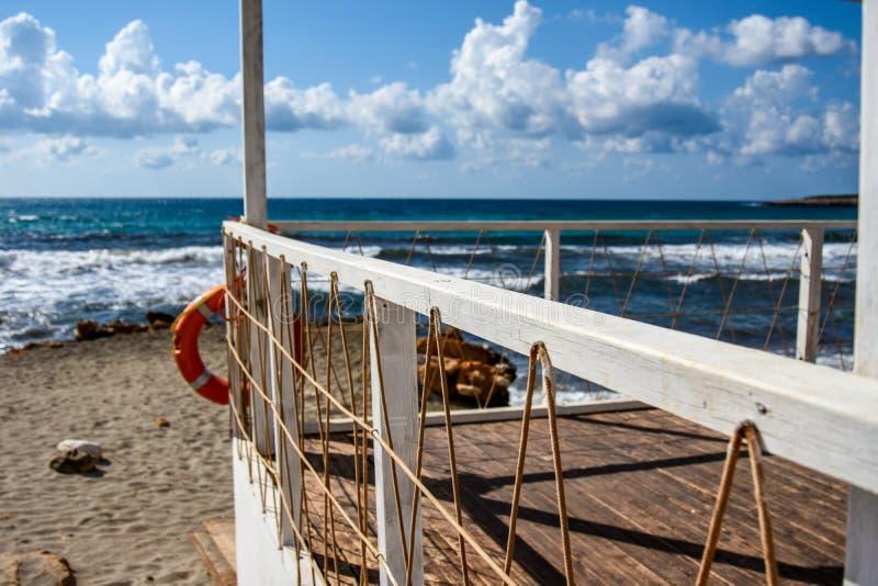 Summerhouse no oceano foto de stock