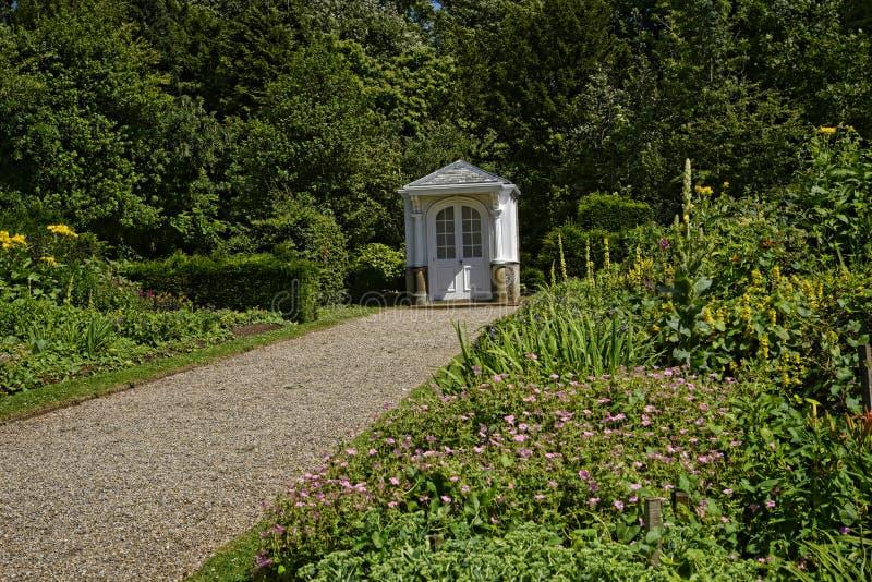 Summerhouuse in mooie tuin in Engeland van West-Yorkshire stock foto