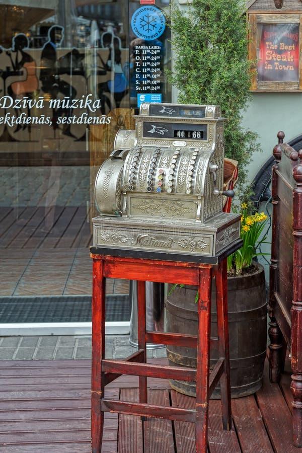 Summery kawiarnia w starym miasteczku fotografia royalty free