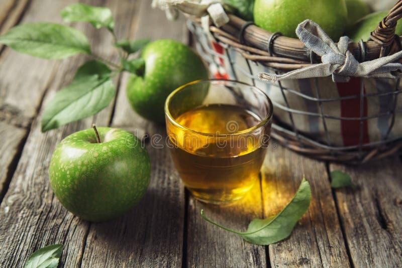 Sumo de maçã fresco fotografia de stock royalty free