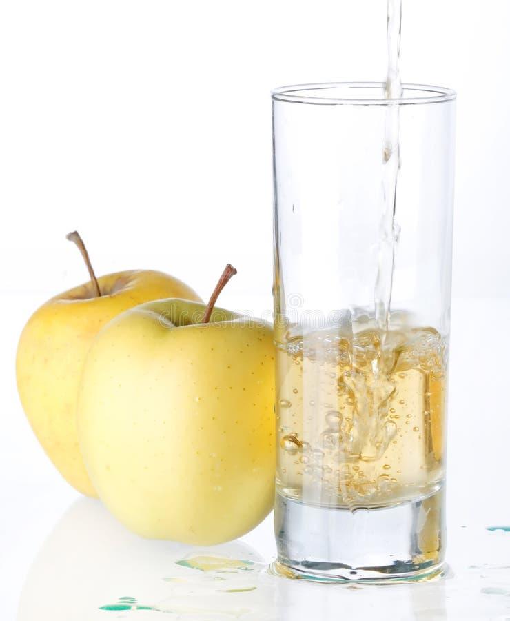 Sumo de maçã fresco imagens de stock royalty free