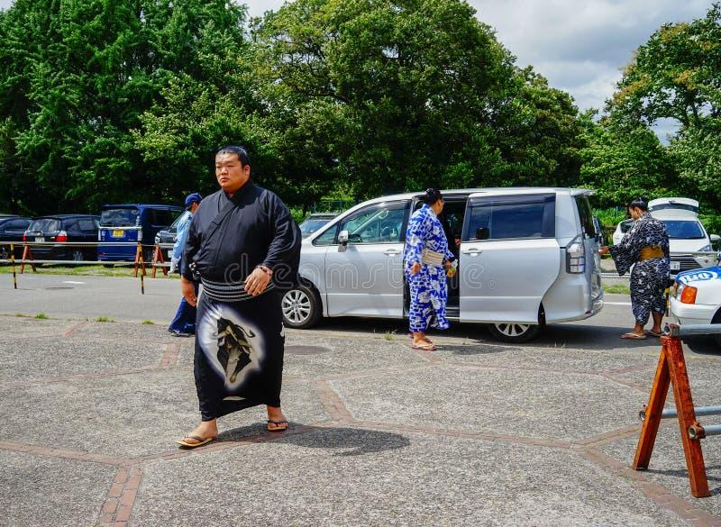 Sumoworstelaar die op weg in Osaka, Japan lopen stock afbeelding