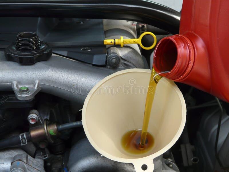 Sumujący Motorowy olej Samochodowy zbliżenie zdjęcie royalty free