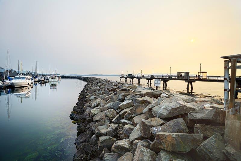 Sun über dem Edmonds Pier lizenzfreies stockfoto
