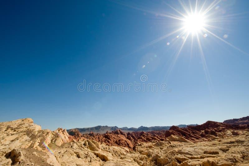 Sun über dem Tal des Feuers stockbild