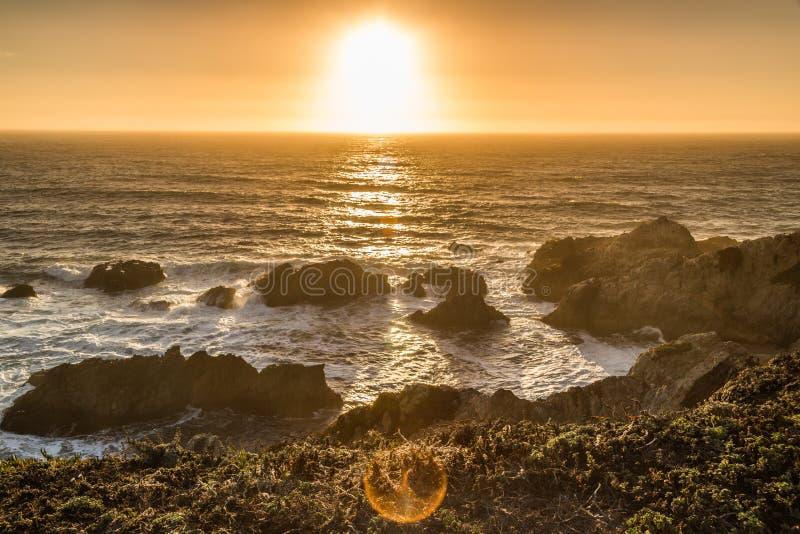 Sun abajo en los promontorios de la bahía del Bodega fotografía de archivo libre de regalías