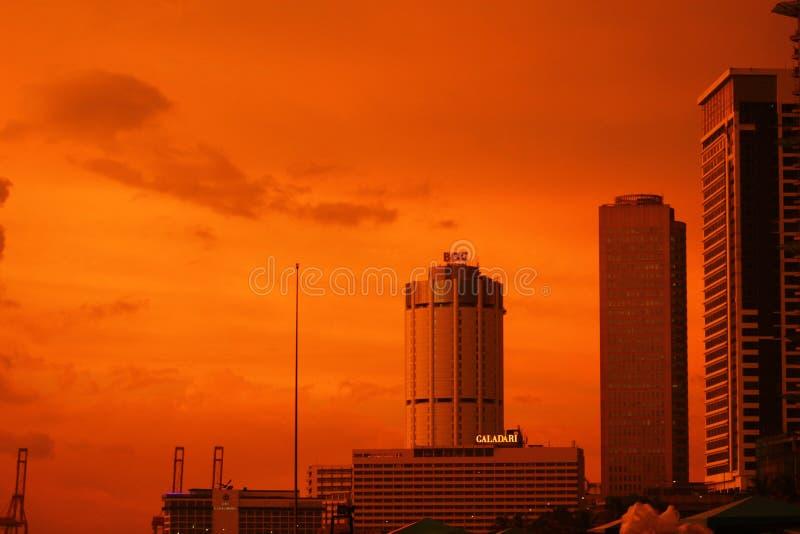 Sun ajustou - o céu de Colombo fotos de stock
