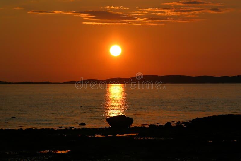 Sun ajustou-se em Noruega do norte foto de stock royalty free