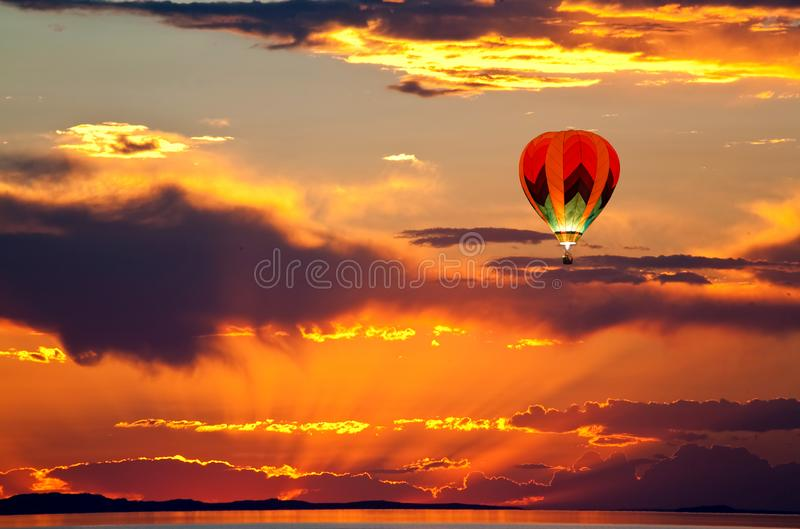 Sun ajustou-se no Great Salt Lake fotografia de stock royalty free