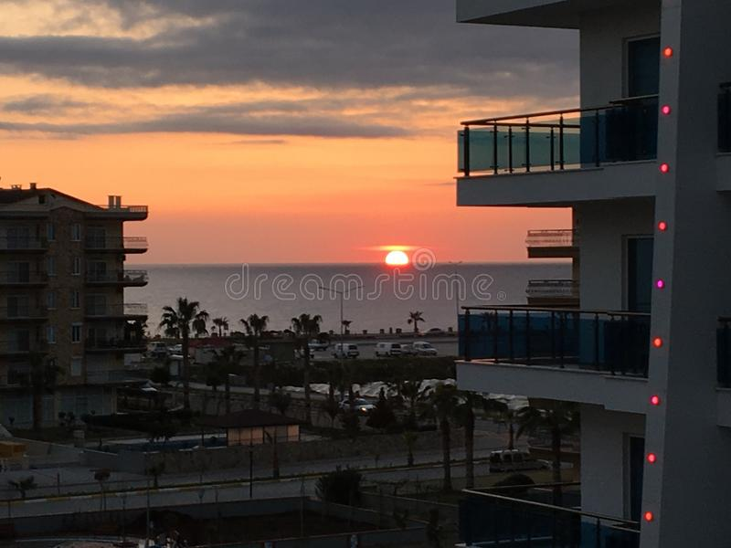 Sun ajustou-se no mar fotografia de stock royalty free