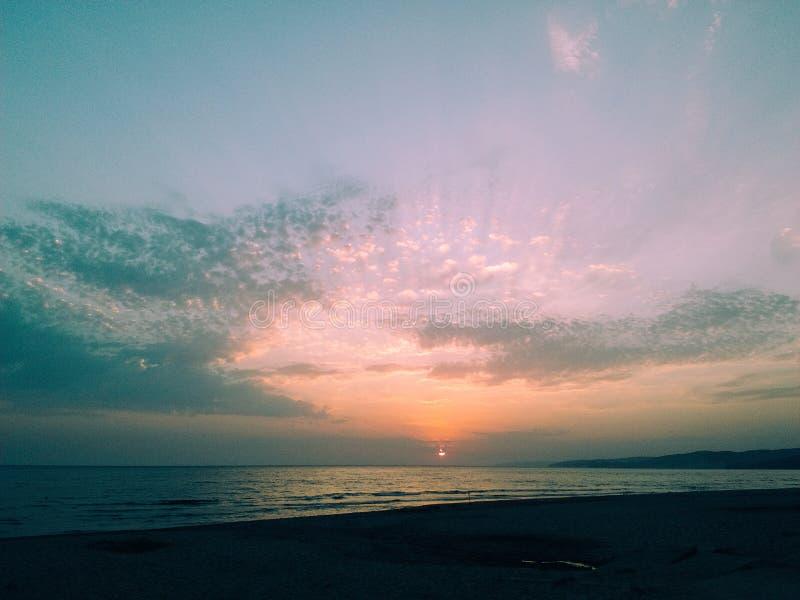 Sun au-dessus de la mer photo libre de droits
