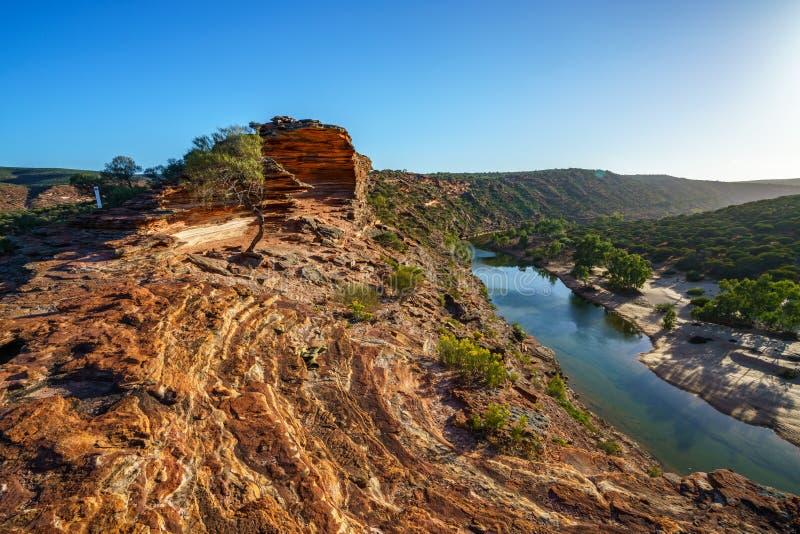 Sun au-dessus de traînée de boucle de fenêtre de natures, parc national de kalbarri, Australie occidentale 8 photo stock