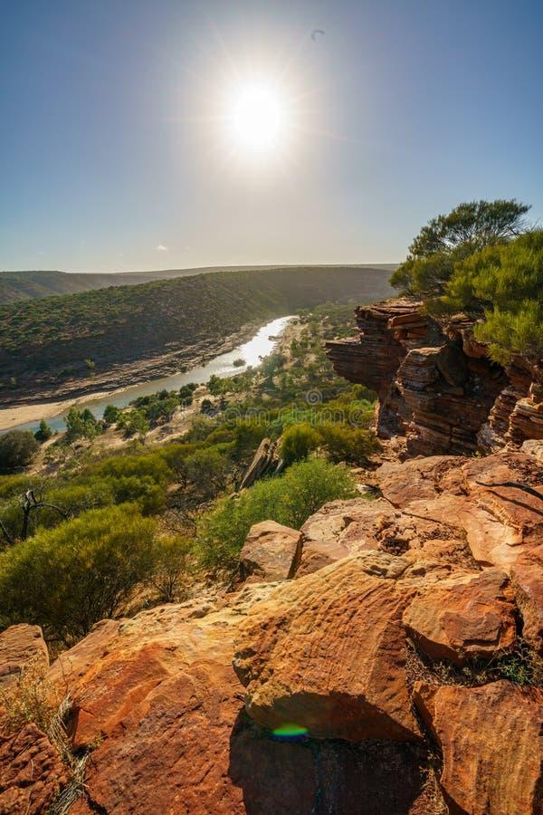 Sun au-dessus de traînée de boucle de fenêtre de natures, parc national de kalbarri, Australie occidentale 13 photo libre de droits