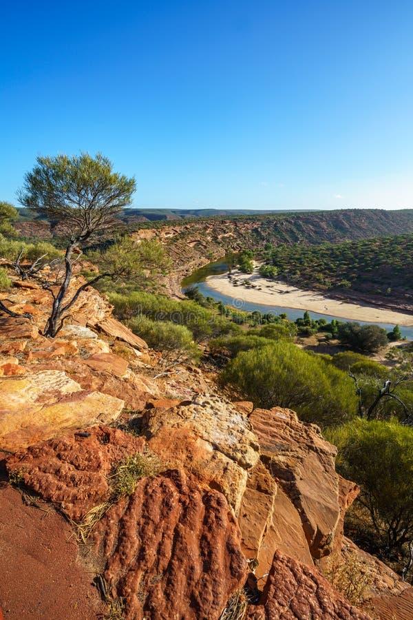 Sun au-dessus de traînée de boucle de fenêtre de natures, parc national de kalbarri, Australie occidentale 12 photo libre de droits