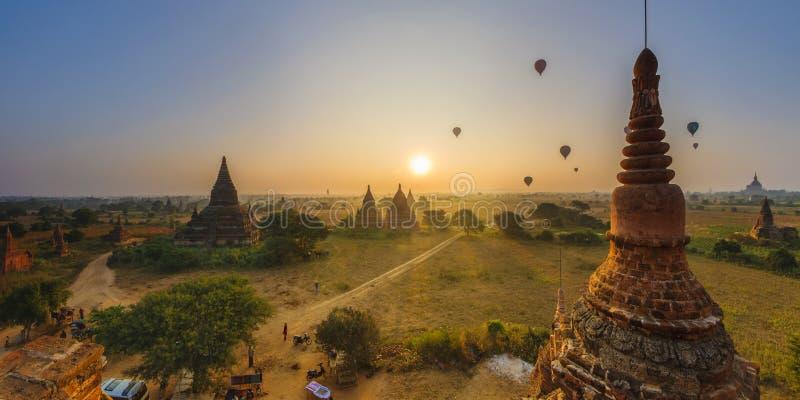 Sun aumenta em Bagan, Myanmar fotos de stock