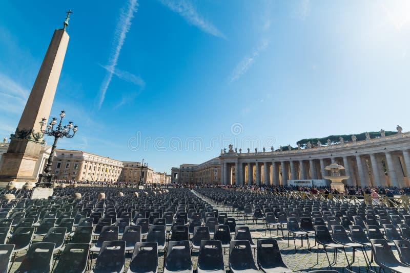 Sun brillant au-dessus de la place du ` s de St Peter image libre de droits
