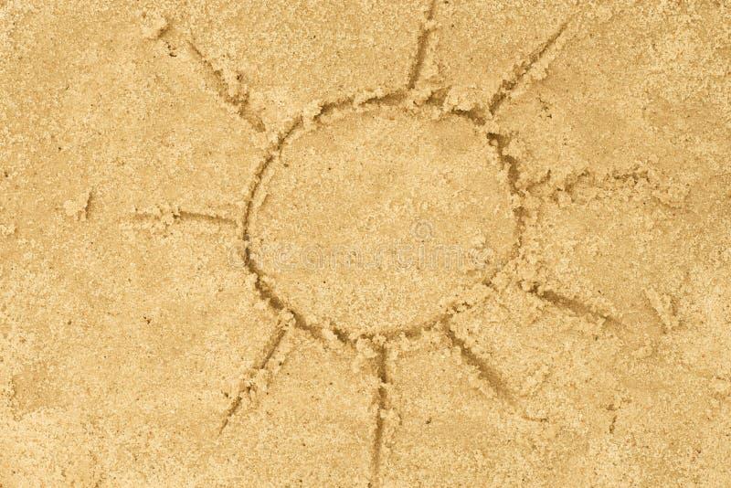 Sun che assorbe sabbia fotografia stock libera da diritti