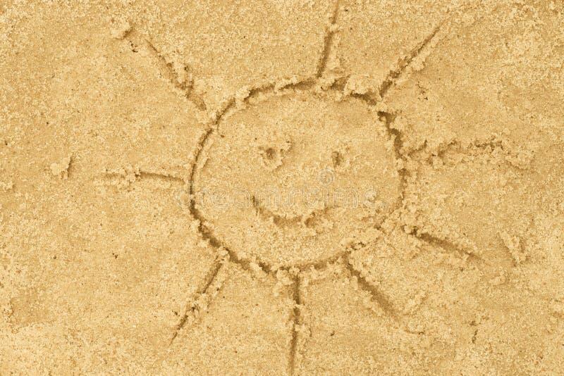 Sun che assorbe sabbia immagine stock