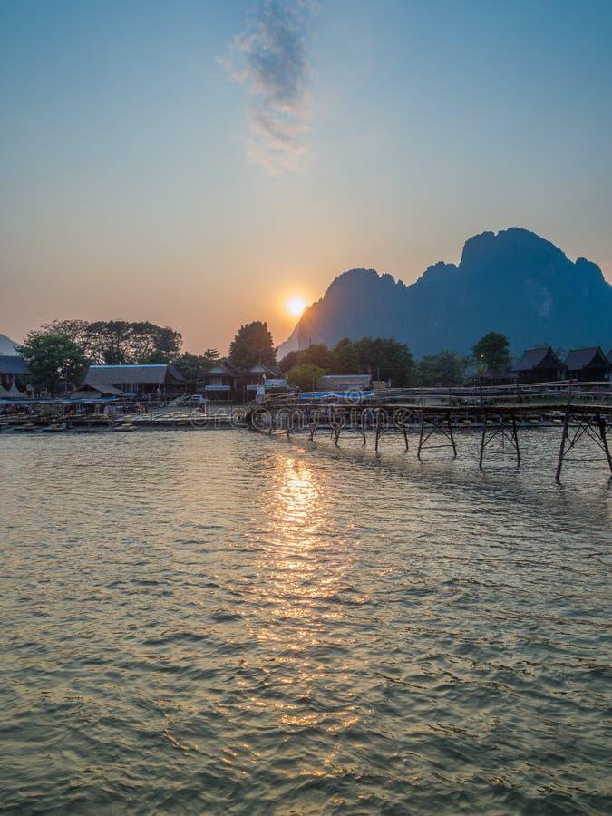 Sun che mette su Nam Song River, Laos fotografia stock libera da diritti