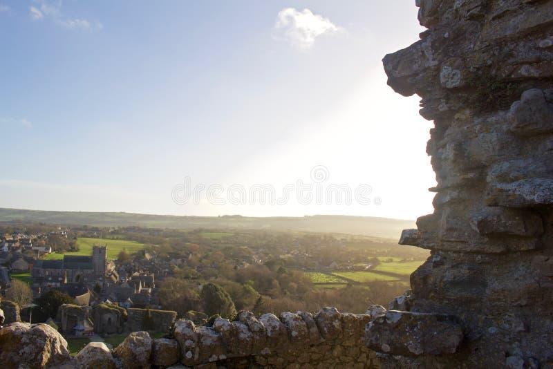 Sun che splende sul villaggio inglese immagine stock libera da diritti