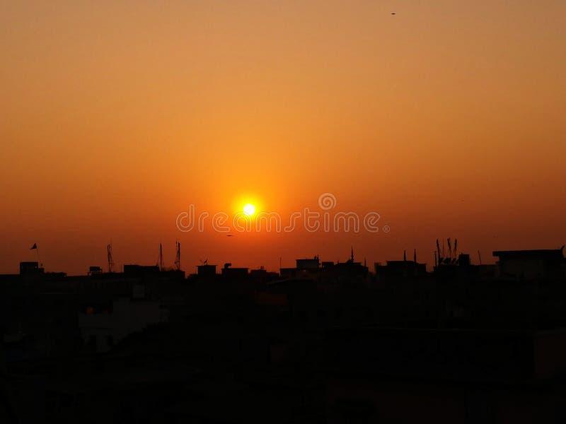 Sun-Dämmerung lizenzfreie stockfotografie