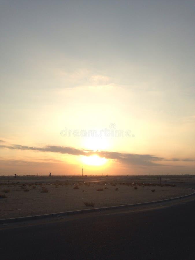 "Sun dans le ""Ù… غيب de ت ا٠de 'd'كويت ÙˆÙ de ""du  ÙŠ ا٠du ³ Ù du ""Ø'Ù… Ø du Kowéit ا٠photo stock"