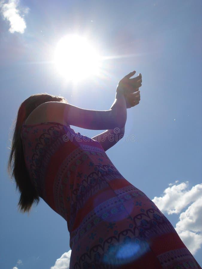 Sun dans les heands photo stock