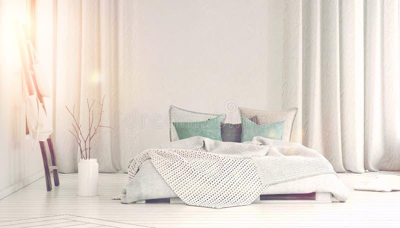Sun, der in Schlafzimmer mit langen weißen Vorhängen gießt stockfotografie