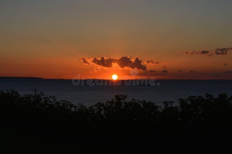 Sun derrière des nuages photo libre de droits